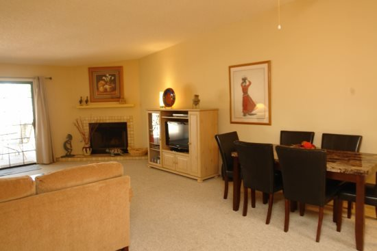 Dinning/ living area - Sunset Ridge - Tucson - rentals