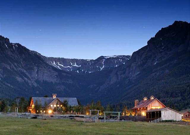 Your absolutely stunning backdrop, at the doorstep of Yellowstone National Park - Rustic elegant retreat at the doorstep of  Yellowstone National Park - Emigrant - rentals