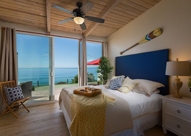 bedroom with king bed and ocean views  - Oceanfront Retreat, 5br, 5ba, private putting & patio Designer Decorated & AC - Encinitas - rentals