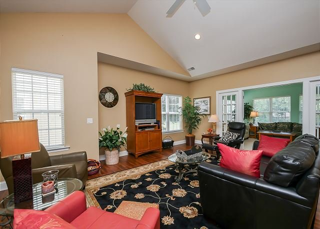 Living Area - 2-E Golfmaster-Pool and tennis courts on site! Quick bike ride to the beach. - Hilton Head - rentals