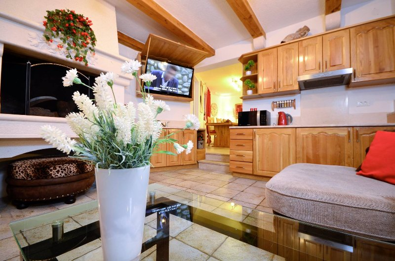 Apartment 10 meters from the beach, A5+4 - Image 1 - Makarska - rentals