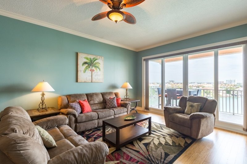 Your tropical oasis awaits - 3 bed with water views & pool in Clearwater Beach! - Clearwater - rentals
