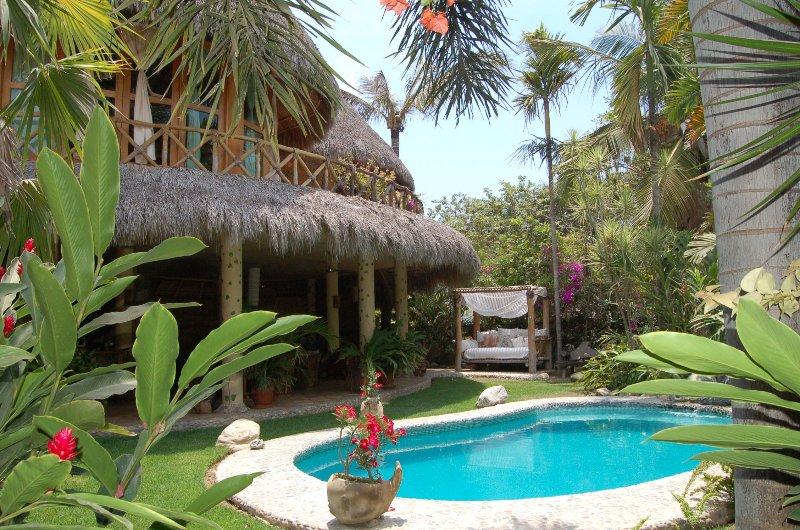 Swimming pool & tropical garden - Villa Mipacifica - Pueblo Villa! - San Pancho - San Pancho - rentals