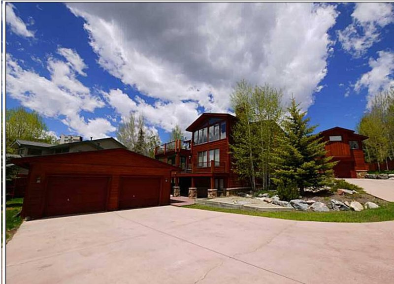 Penthouse Perfection in Lake & Ski Mansion - Image 1 - Dillon - rentals