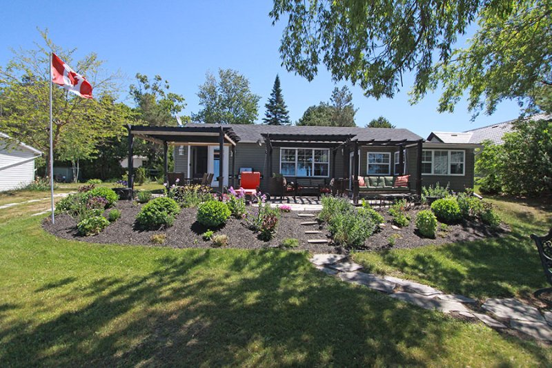 Lakeview Treasure cottage (#1013) - Image 1 - Sauble Beach - rentals