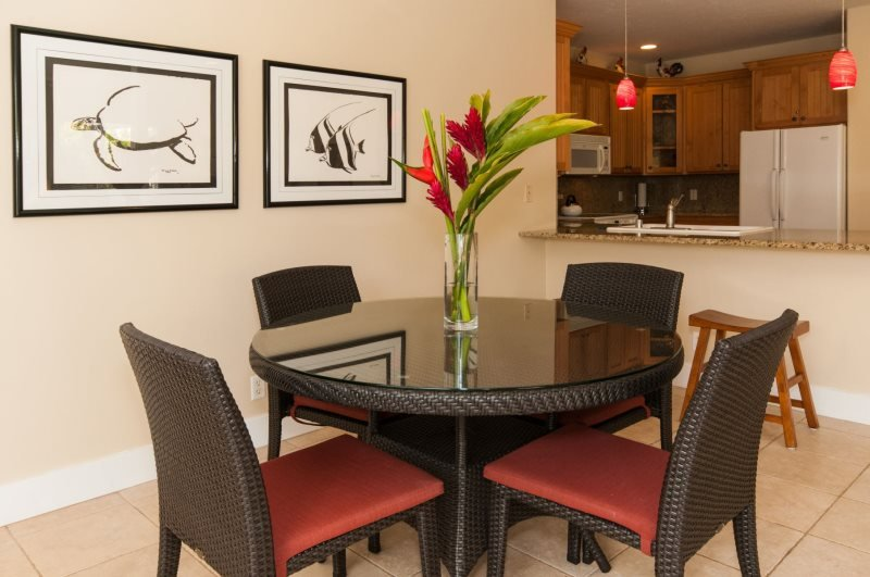 Dining Area. - Regency 810 Central A/C condo in the heart of Poipu a short walk to beaches, Pool, hottub, bbq. Free car with stays 7 nts or more* - Koloa - rentals