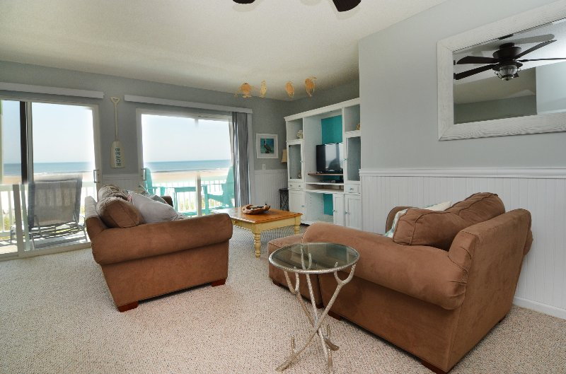 COMFORTABLE LIVING SPACE - Sunskipper D3 -Salt Therapy - Carolina Beach - rentals