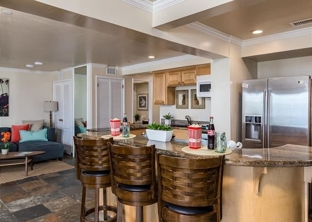 kitchen and sitting area  - Oceanfront rental with 7br, 5ba, private spa, patio, endless ocean views AC - Encinitas - rentals