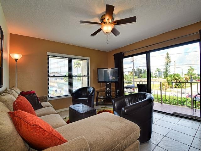 Vacation condo near the sands of the beach - Villas of Clearwater Beach 4B 2 Bedrooms 2 Baths | Steps Away to the Beach | Heated Pool - Clearwater Beach - rentals