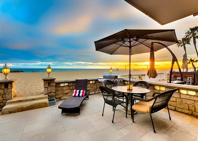 Welcome to Beachfront Escape I with your own private patio! - 15% OFF MAY OPEN DATES - On the Sand - 3BR Beach Front House in Newport - Newport Beach - rentals