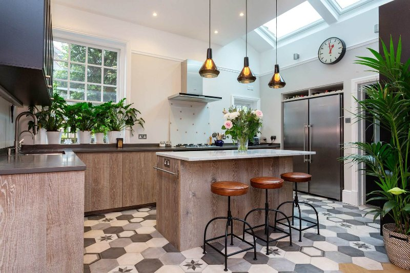 Large 6 bedroom house with spacious garden near Crouch End, sleeping up to 12 guests. - Image 1 - London - rentals