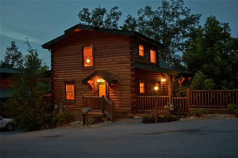 Star Gazer At Hemlock Hills - Image 1 - Gatlinburg - rentals
