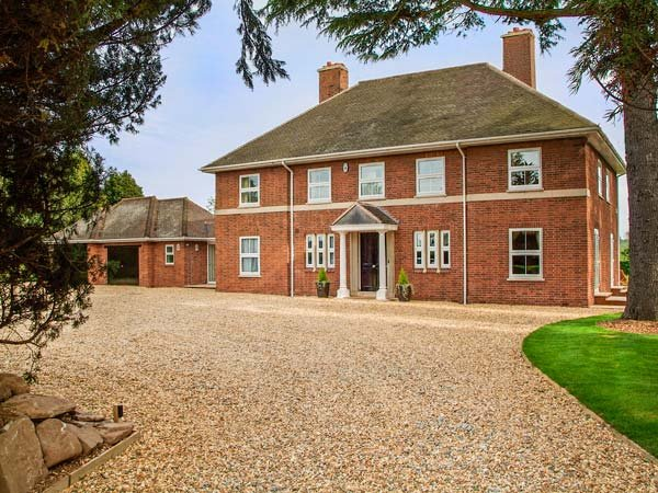 BROCKINGTON HALL, en-suites, games room, extensive gardens, Bodenham, Ref 935603 - Image 1 - Bodenham - rentals