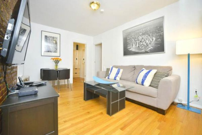 SPACIOUS AND BEAUTIFULLY FURNISHED 2 BEDROOM, 1 BATHROOM UNIT - Image 1 - New York City - rentals