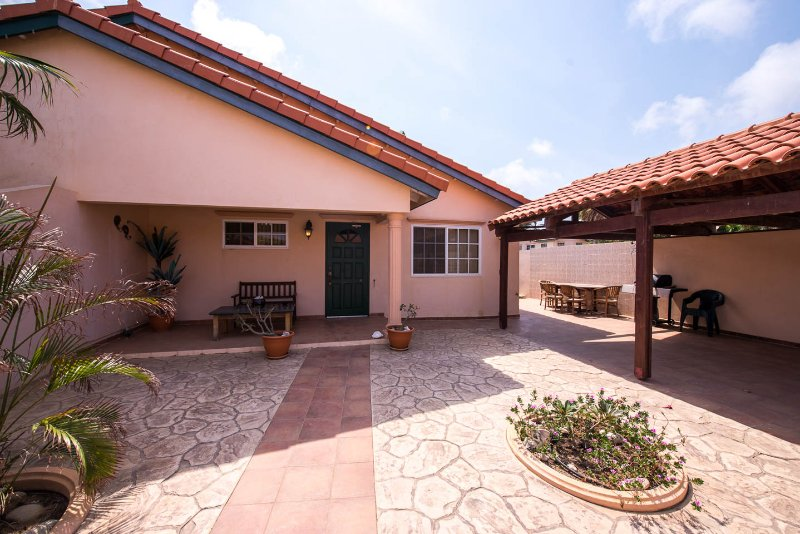 Front view of Punto Di Oro - Aruban Tropical Villa in Punto de Oro - Noord - rentals