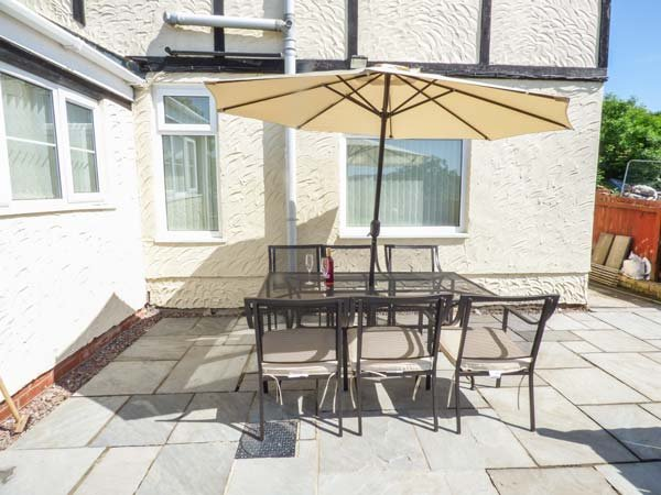 TYLCHA FACH FARM, detached cottage on working farm, woodburner, pet-friendly, in Tonyrefail, Ref 935616 - Image 1 - Tonyrefail - rentals