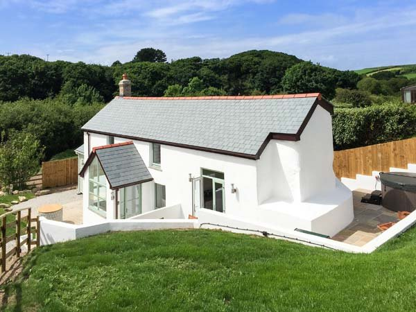FIVE ELEMENTS COTTAGE, luxury cottage with hot tub, woodburner, close to beaches, firepit, St Agnes, Ref 937026 - Image 1 - Mithian - rentals