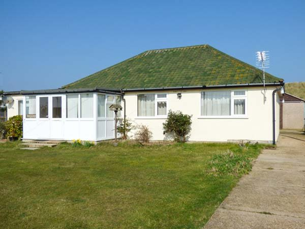 MIN-Y-DON, detached bungalow, lawned garden, pet-friendly, ideal family home, North Walsham, Ref 939403 - Image 1 - North Walsham - rentals