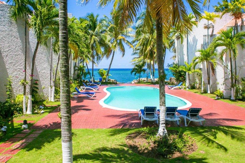 Paradise at Apartment 22 Chrisanns Beach Resort - Image 1 - Ocho Rios - rentals