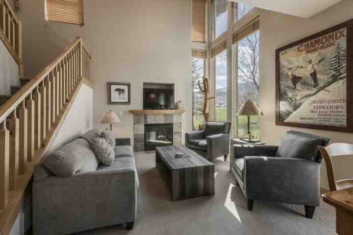 The living room is large, open and bright with it's vaulted ceilings, floor to ceilings windows, vintage ski décor and modern mountain furniture. - Redstone 3 Bedroom Townhouse at Kimball Junction - Park City - rentals
