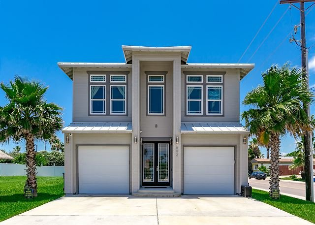 Welcome to Chrome Beach! - Chrome Beach: PRIVATE POOL, Boardwalk to Beach, 4 Master Suites, 6 baths - Port Aransas - rentals