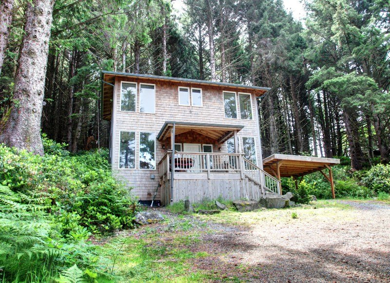 Front of the House - Eagle View - Cannon Beach - rentals