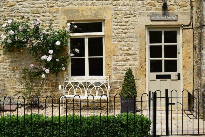 Sunny, idyllic cottage built in 1660 - White Hart Cottage - Idyllic holiday cottage in Freshford, Bath - Freshford - rentals