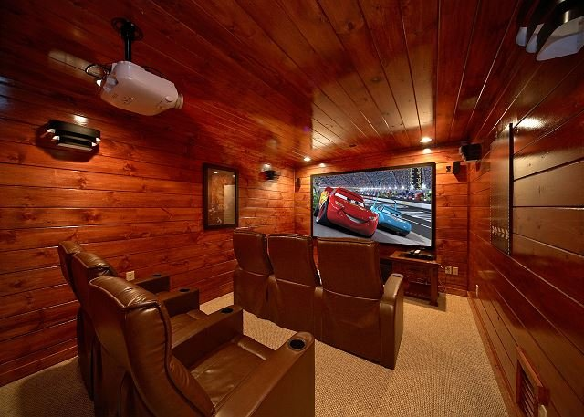 4 Bedroom Gatlinburg Theater Room Cabin with Amazing Views of Mt LeConte - Image 1 - Gatlinburg - rentals