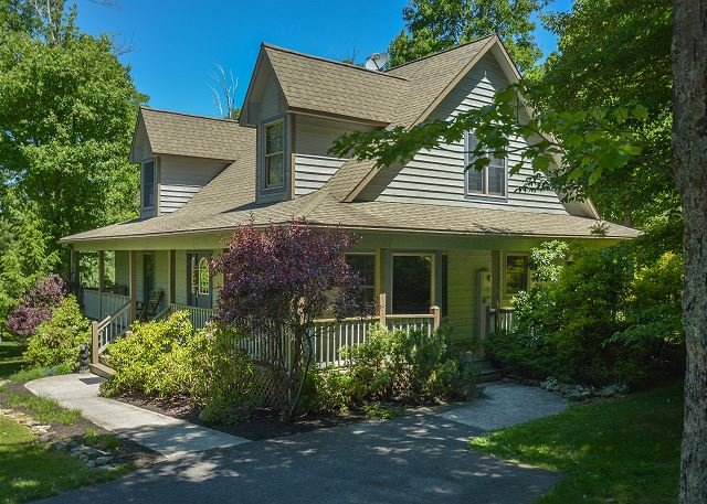 Exterior - Adorable Pet Friendly Family Home with Hot Tub - Oakland - rentals