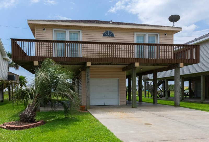 Great West Beach Getaway.  Perfect for Families - Image 1 - Galveston - rentals