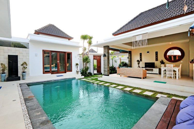 :egian Bali Villa - Beachside, Shopping & Dining - Image 1 - Seminyak - rentals