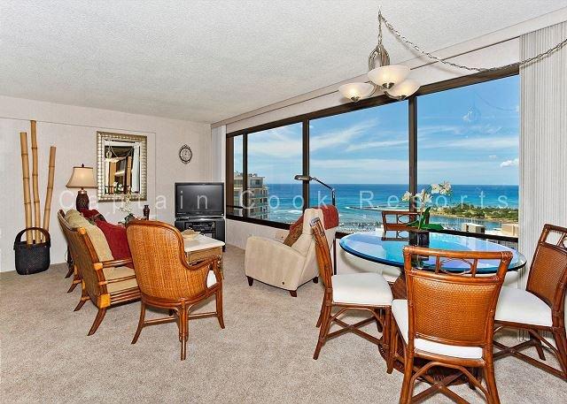 Expansive Ocean View!  FABULOUS location! - Image 1 - Waikiki - rentals