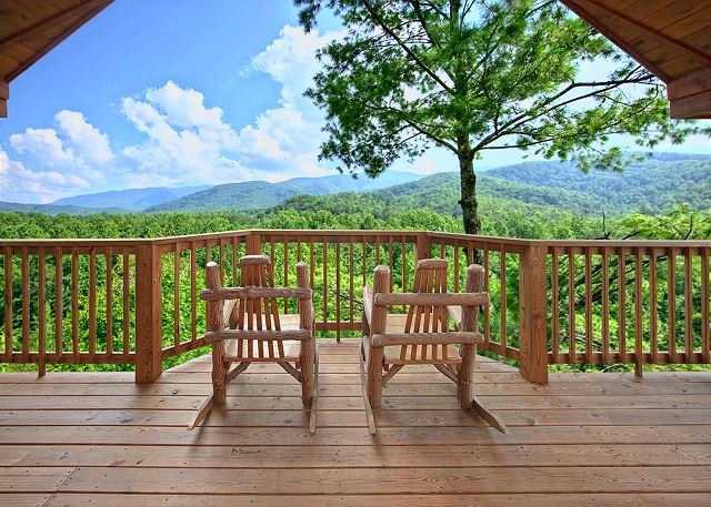 Escape to the mountains in this romantic 1 bedroom cabin! - Image 1 - Gatlinburg - rentals