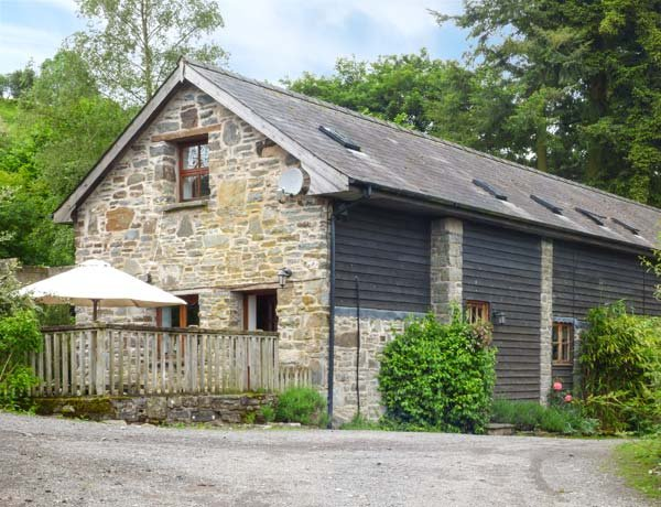 TRACTOR SHED, wood-fired hot tub, pet-friendly, barn conversion, Knighton, Ref 12175 - Image 1 - Knighton - rentals