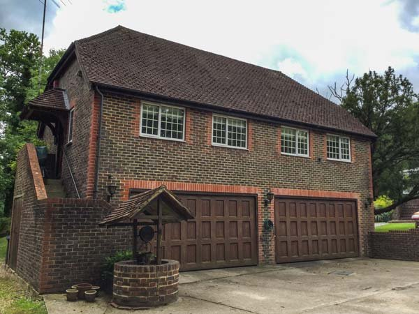 MISWELLS COTTAGES - LAKE VIEW, maisonette, raised decking in woodland setting, WiFi, in Turners Hill, Ref 933423 - Image 1 - Turners Hill - rentals