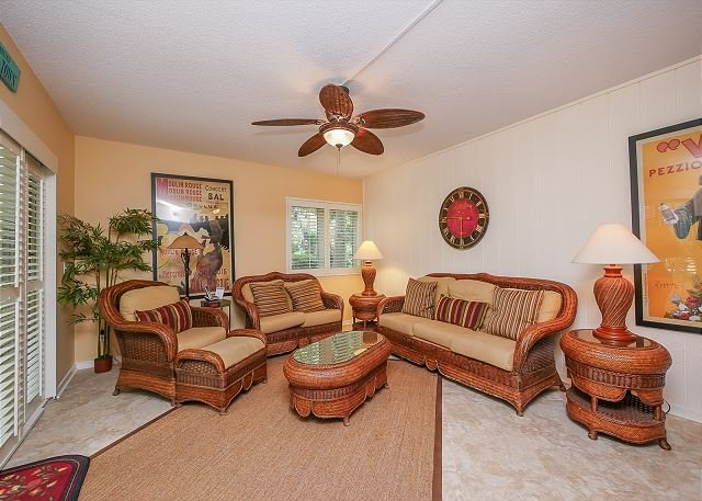 Living Area - 516 Plantation Club-Fully renovated & Quick Walk to Beach. - South Carolina Island Area - rentals