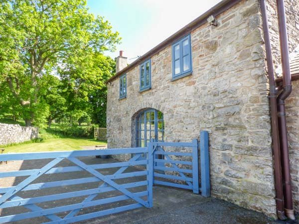 POPTY BACH, woodburning stove, pet-friendly, romantic retreat, Denbigh, Ref 935230 - Image 1 - Denbigh - rentals