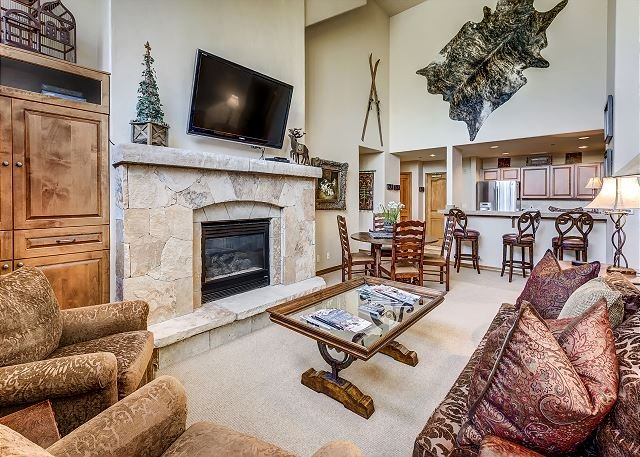 Living Room - 3 Bedroom Spruce Lodge Penthouse in the Private Arrowhead Gated Community - Edwards - rentals