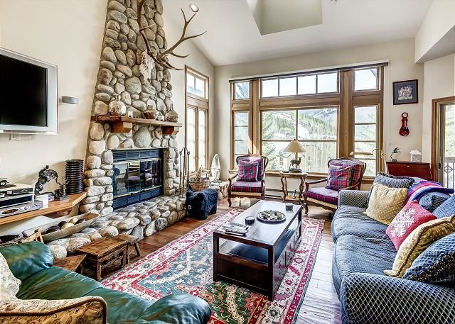 Living Room - Fantastic 3BR Meadows Townhome in Beaver Creek Village, 150 Yards to Ski Acce - Avon - rentals