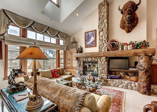 Living Room - Rustic 3BR + Den Meadows Townhouse In Beaver Creek Village, 180 Yards To Ski - Avon - rentals