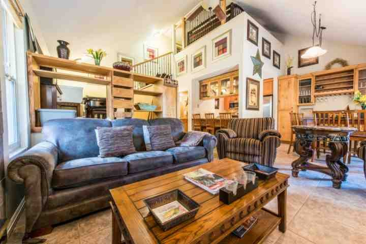 This Hidden Creek condominium features 2 Bedrooms, loft with 4 twin size beds, 2 Bathrooms and located at the base of Canyons. - Hidden Creek Willow Draw - Park City - rentals