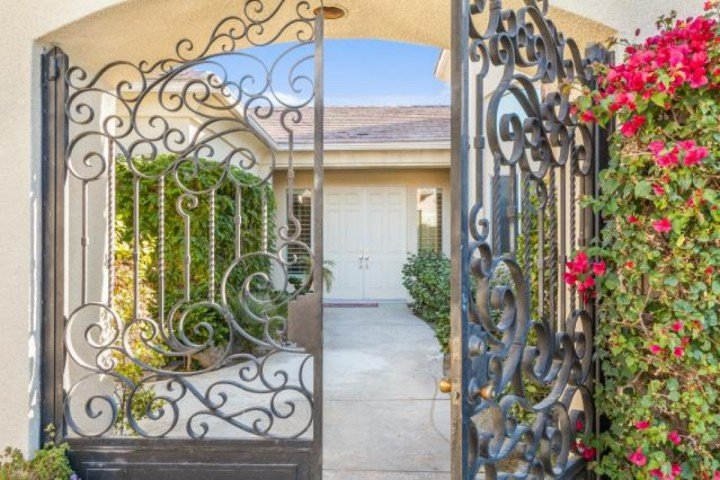 Welcome Home - New Discounts! Diamond of the Desert! Stunning 4 Bd /3.5 Bth, Pool, Spa w/Casita. Lighted tennis Cts - Rancho Mirage - rentals