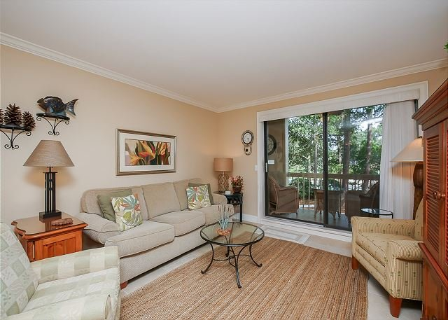 Living Area - 913 Cutter Court-Book Now for Summer - Quick Trolley Ride to the Beach - Hilton Head - rentals