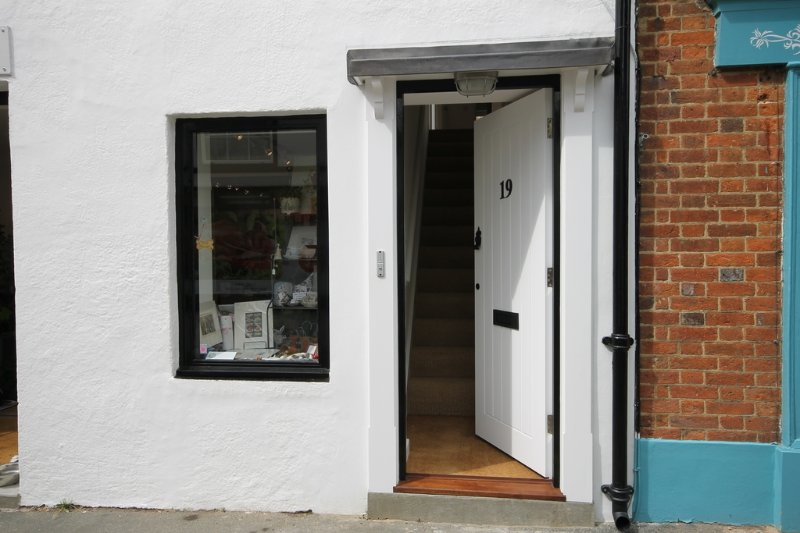 19 High Street located in Yarmouth, Isle Of Wight - Image 1 - Yarmouth - rentals