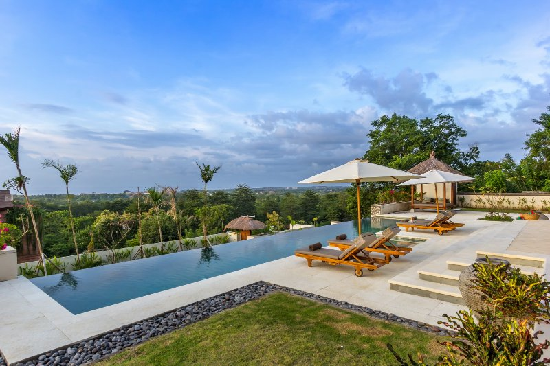Villa Bayu, luxury 6 bed villa, car + driver, magnificent ocean views, Uluwatu - Image 1 - Uluwatu - rentals