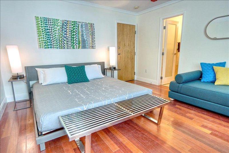 Miami Beach - Quiet art deco studio w. pool enjoying a great  location... - Image 1 - Miami Beach - rentals
