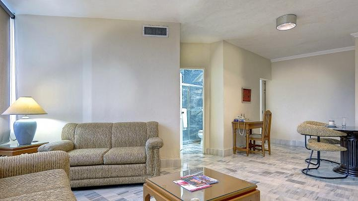 Ample living room with desk - Panama City - Serviced apartment suite in El Cangrejo. - Panama City - rentals