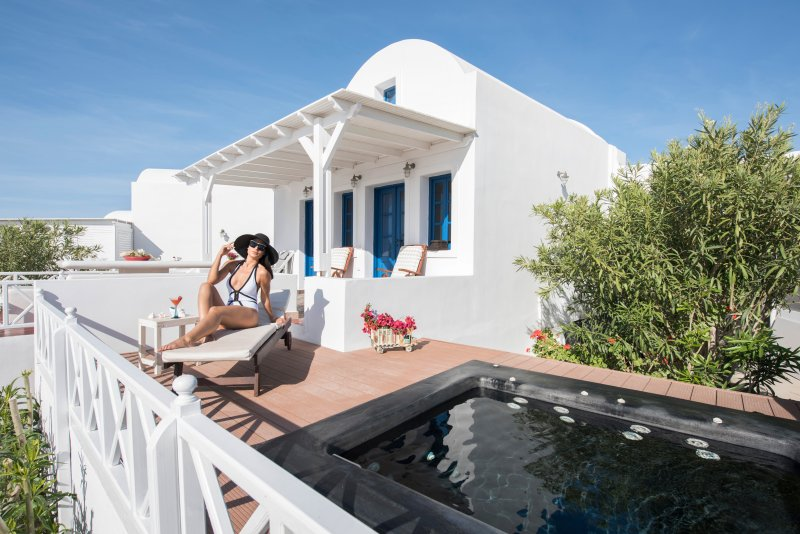 "An attractive, light and airy villa, build with lots of Santorini style. - ""OIA SUNSET VILLAS"" villa TOPAZ Spa & Pool - Oia - rentals"