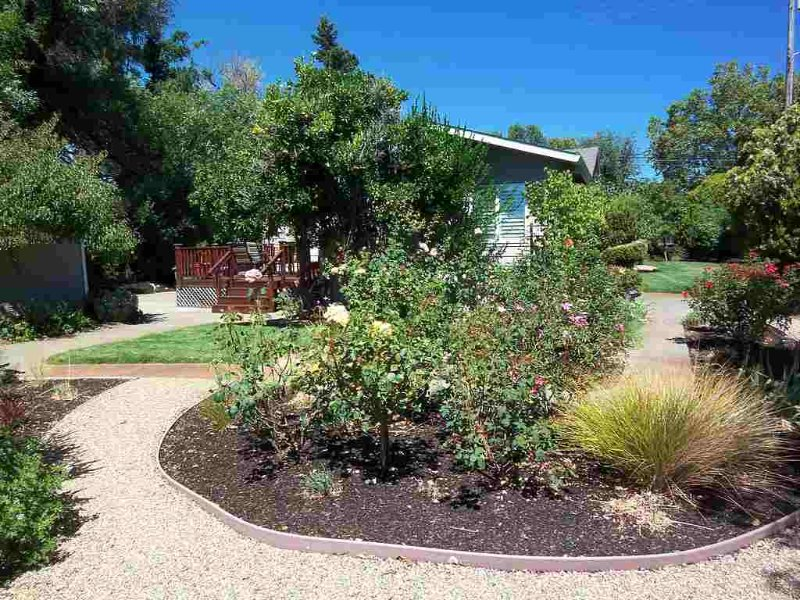 Charming VineHaven in Dry Creek Near Plaza - Image 1 - Healdsburg - rentals