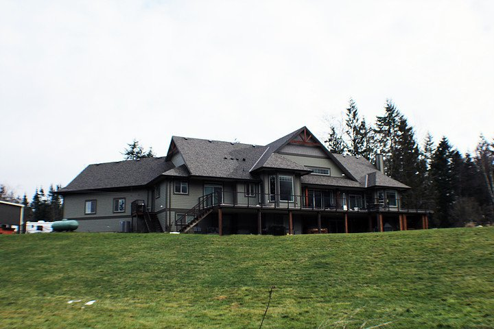 A huge lawn for recreation - MountainView Lodge - Chilliwack - rentals